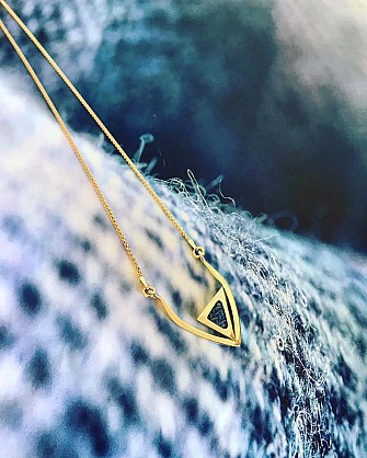 9ct Yellow gold and Harris Tweed - 25mmx30mm - 18nch gold chain